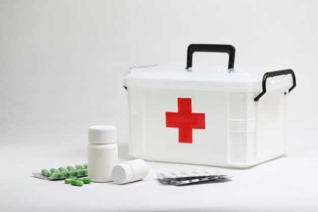 THINGS YOU MUST KEEP IN YOUR FIRST AID KIT