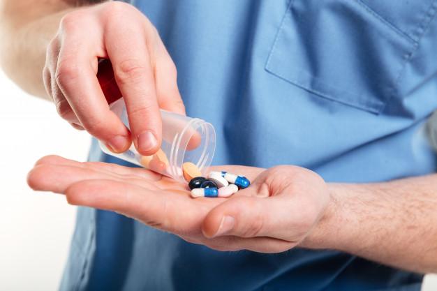 TIPS TO AVOID DANGEROUS DRUG INTERACTIONS