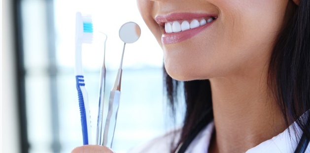 6 TIPS TO MAINTAIN A GOOD ORAL HEALTH